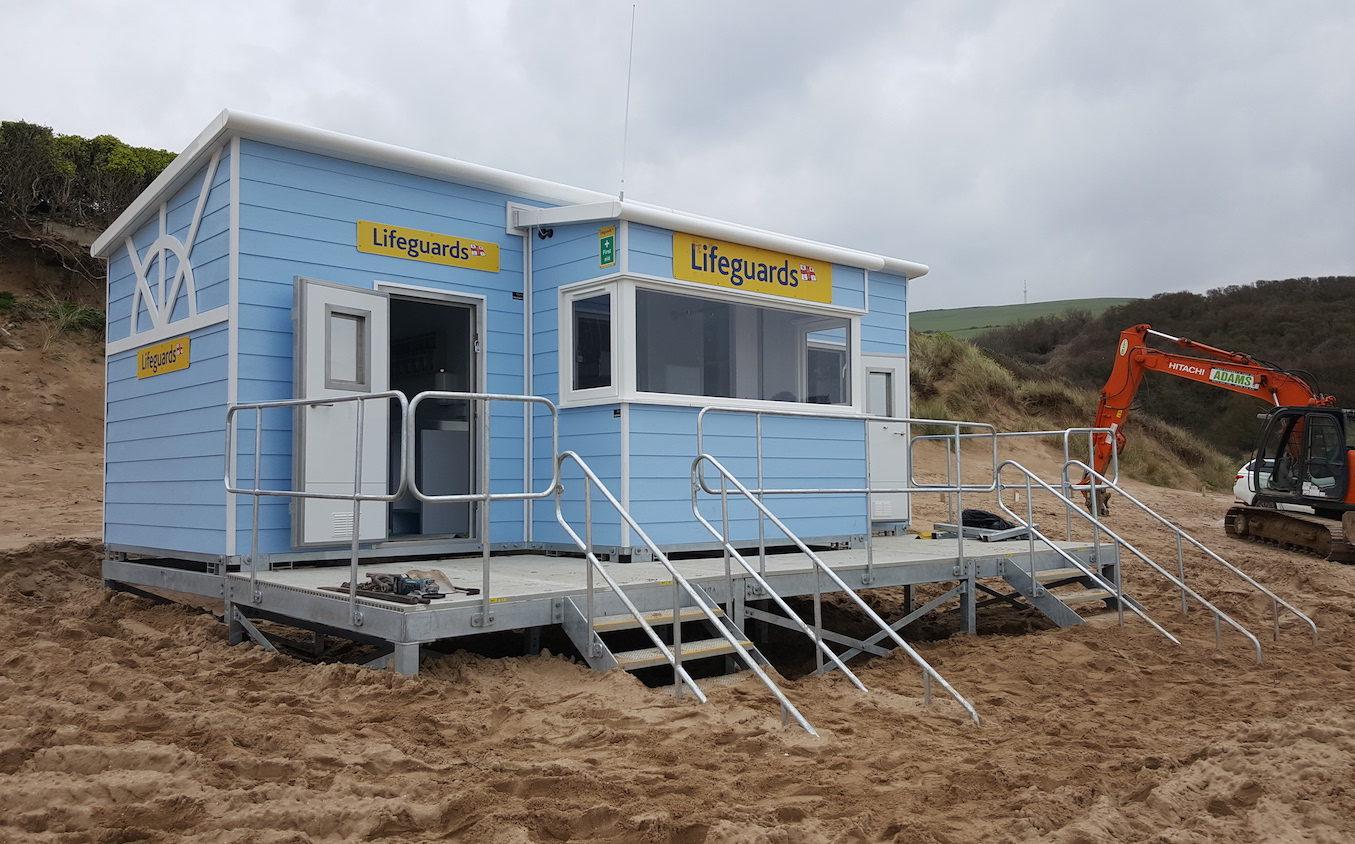 IFormUK_Beach_Huts_RNLI_Lifegaurd_20170323_125119